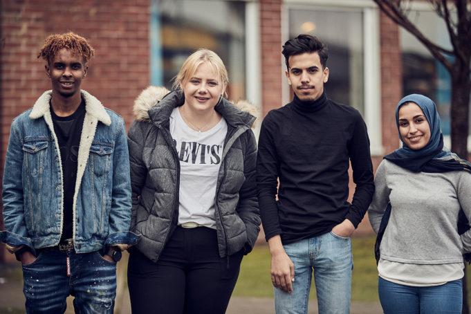 Gruppbild med två tjejer och två killar